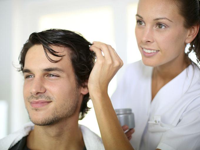 La máscara para los cabellos con la vitamina en como es a menudo posible hacer