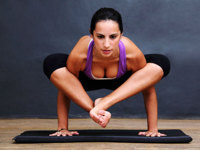 Tonifica tu abdomen y cintura con yoga