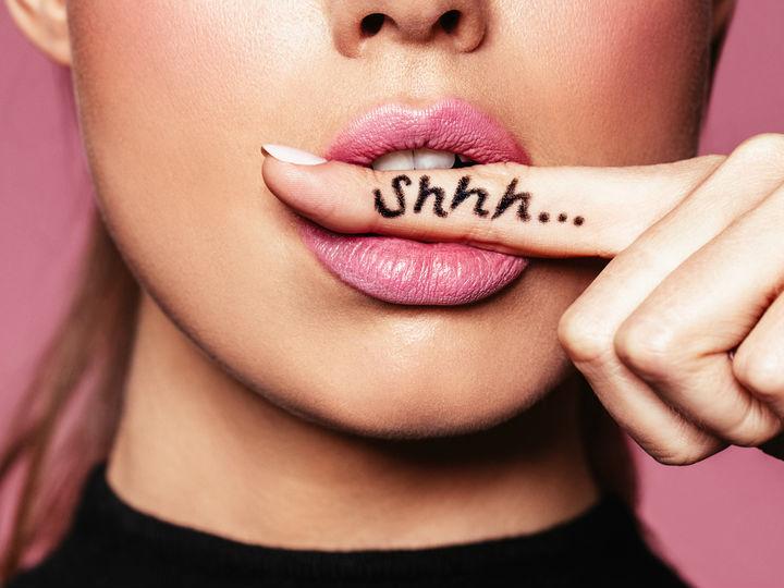 Este es el efecto de guardar secretos en tu salud...