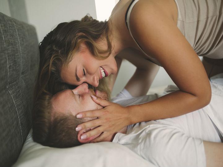 ¿Por qué las mujeres gimen más en la cama que los hombres?