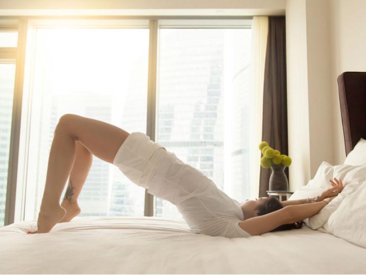 Rutina de ejercicios en la cama para bajar de peso y tonificar