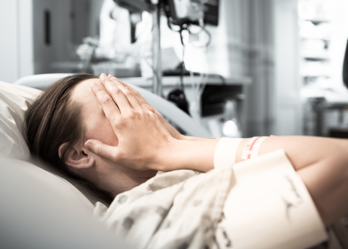Mujer no ha podido orinar en 5 años tras parto por este síndrome...