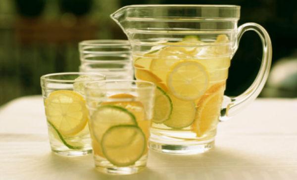 Bebida refrescante para un vientre plano   Salud180