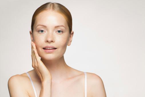 El peeling para la persona de las manchas de pigmento las revocaciones