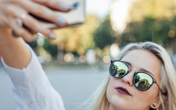 Selfies dañan relación de pareja