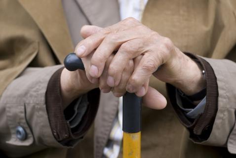 Resultado de imagen de ancianos con baston