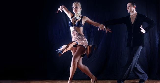 Bailando diferentes tipos de musica con mi hermana - 1 1