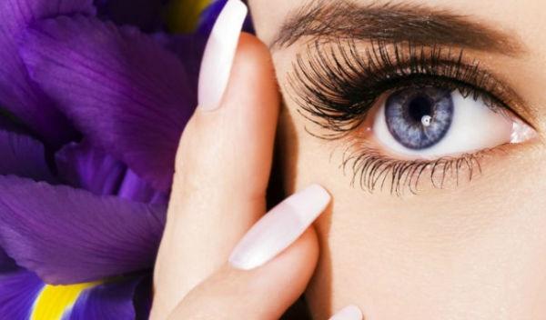 Si pueden hincharse los ojos después de botoksa