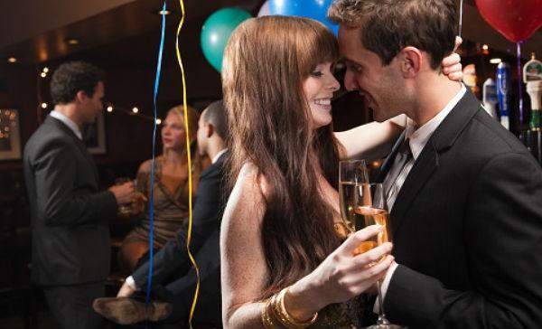 7 cosas que no debes hacer en la fiesta de fin de a o de for Fiesta en la oficina