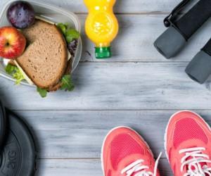 Alimentos básicos para una mujer fit