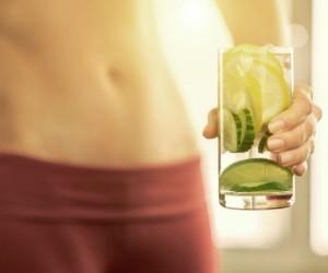 Beneficios del agua de limón por la noche