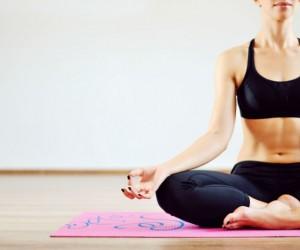 Posturas de yoga para dar firmeza al pecho