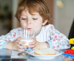 5 buenas razones para dar leche semidescremada a tu hijo