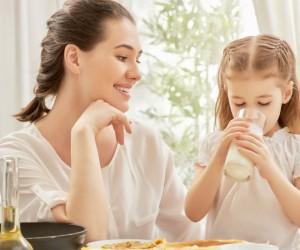 A esta edad es importante que tu hijo tome leche, ¡te decimos por qué!