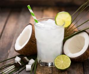 Esta es la hora correcta para beber agua de coco