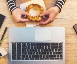 """¿Cuántas calorías consumes cuando """"botaneas"""" en el trabajo?"""