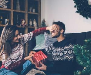 ¿Pasarás la Navidad con tu pareja? Estos son los detalles que él y su familia amarán