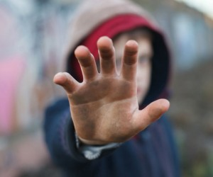 Golpes de la infancia aumentan riesgo de enfermedades mentales