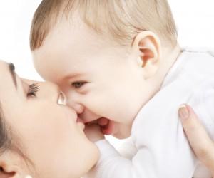 Razones para NO besar a tu hijo en la boca
