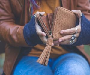 El peligro de guardar la cartera en el bolsillo trasero del pantalón