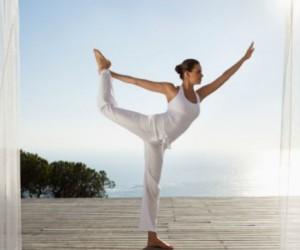 10 posturas de yoga para aumentar el busto