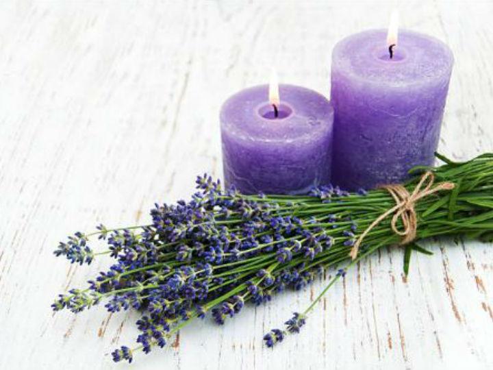 La aromaterapia nunca falla, ¡enciende una vela y relájate con el aroma!