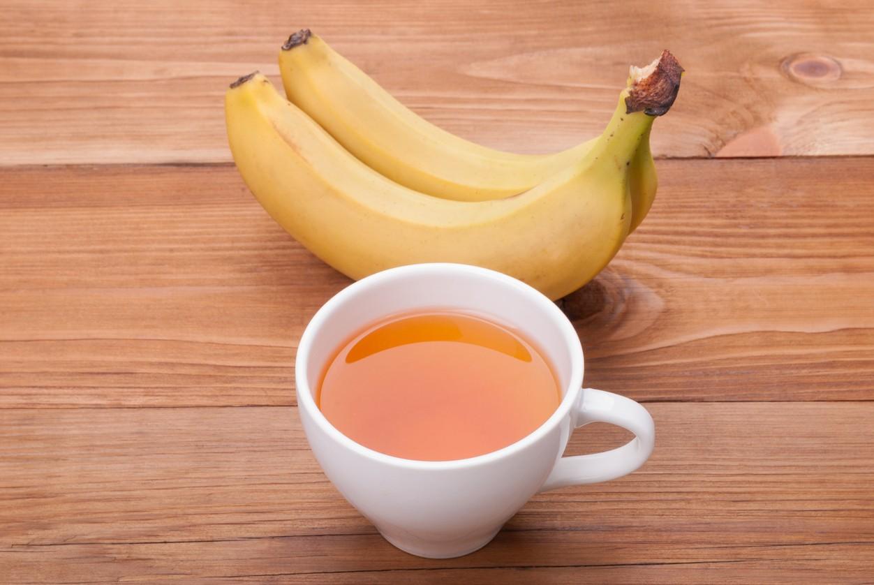 Bebe una infusión de plátano para que te ayude a relajarte y dormir como bebé