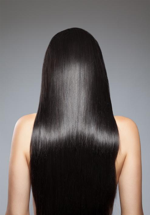 Si tu cabello está muy dañado aplica aceite de mosqueta de medios a puntas para que lo hidrate