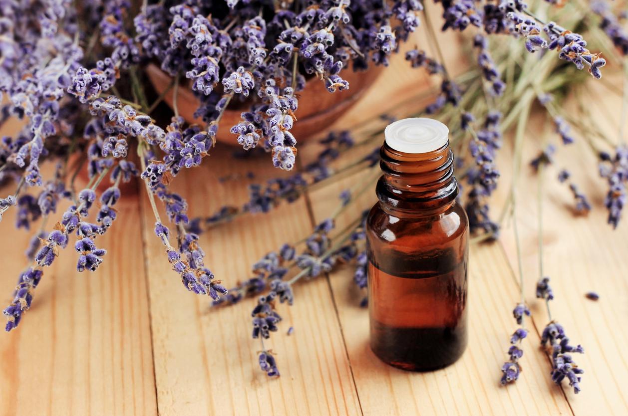aceites-esenciales-para-el-sindrome-de-ovario-poliquistico-salud180