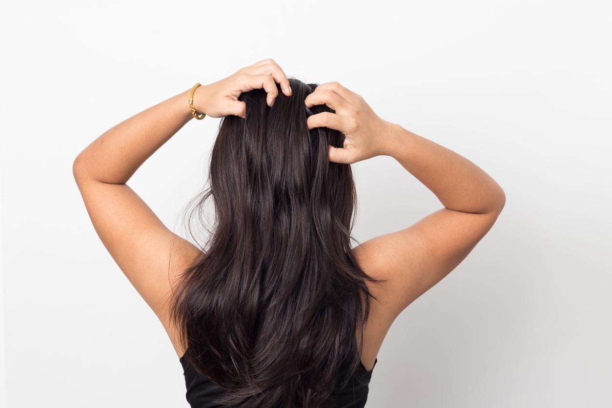 Darte un masaje en el cuero cabelludo no es nada descabellado, esto te ayudará a estimular la circulación sanguínea