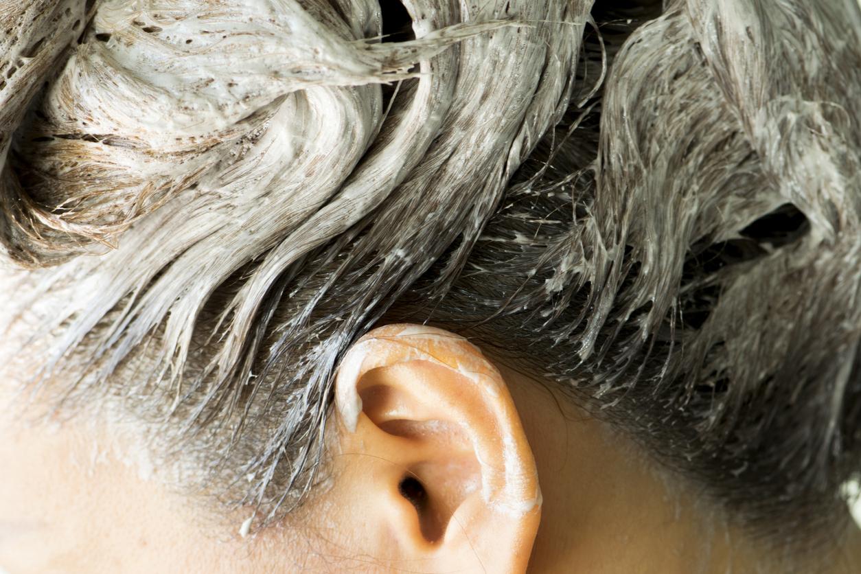 En el caso de los tintes para el cabello, te recomiendo que optes por los orgánicos o que mejor lo mantengas al natural