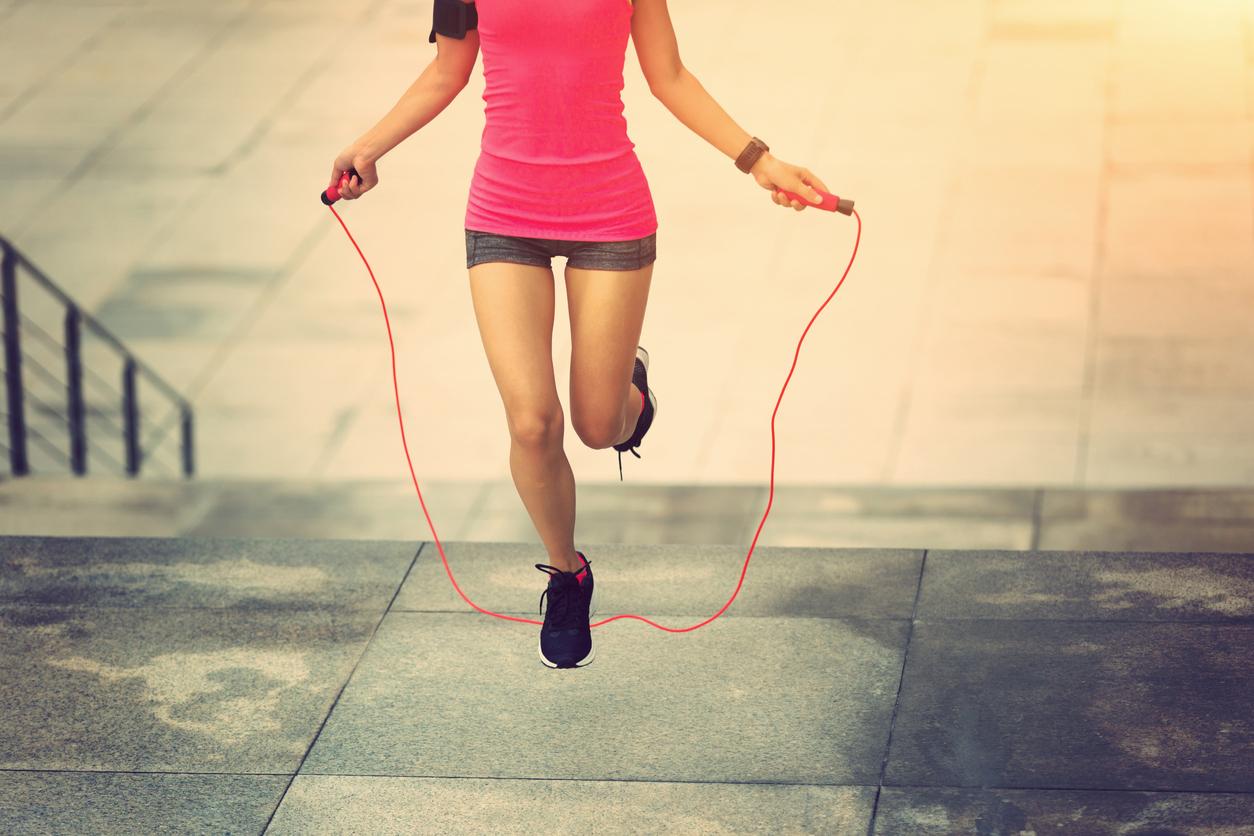 Así debes saltar la cuerda para unos glúteos grandes y bonitos