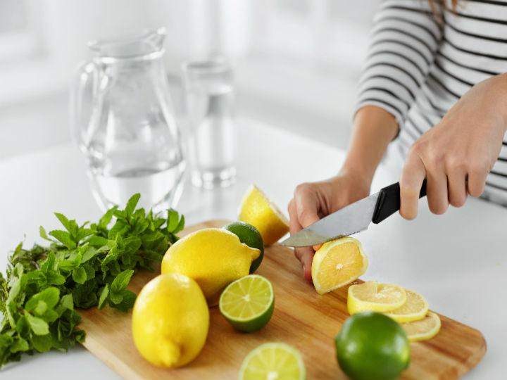 Eres bueno el agua con limon para adelgazar