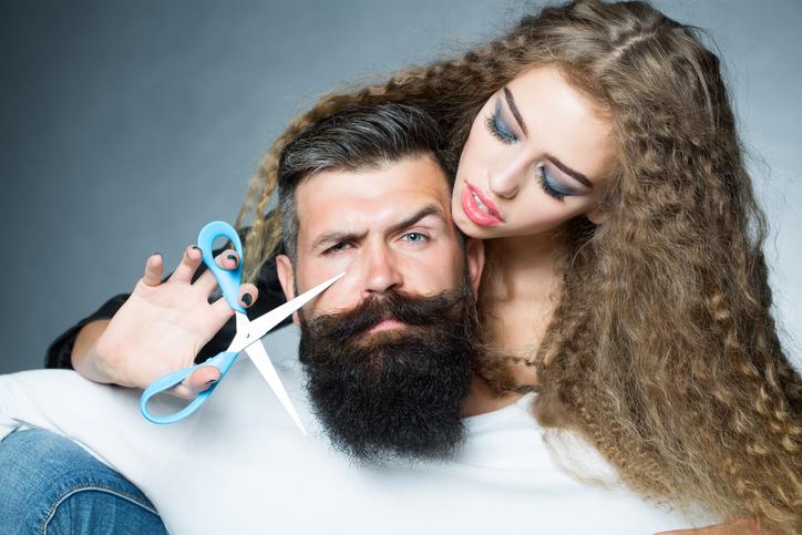 Si tu pareja tiene barba, ¡te comes 5000 pelos!