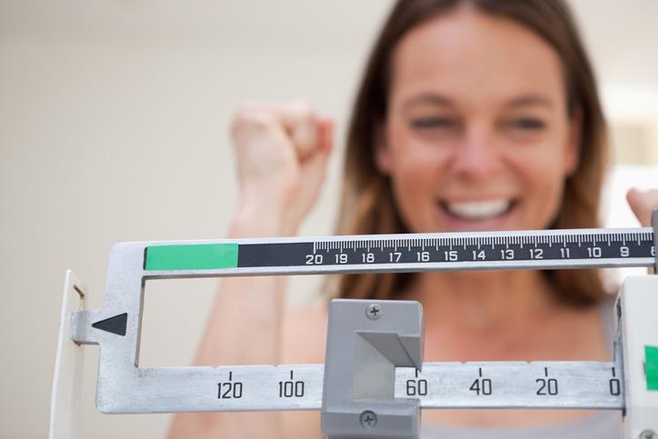 Cada cuando debes pesarte para no subir de peso