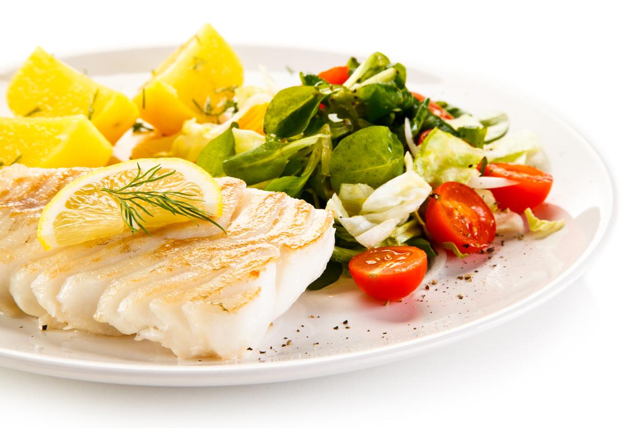 Carne blanca: pescado, salmón, atún, sardina, sierra, trucha o pollo, pero desgrasado y sin piel