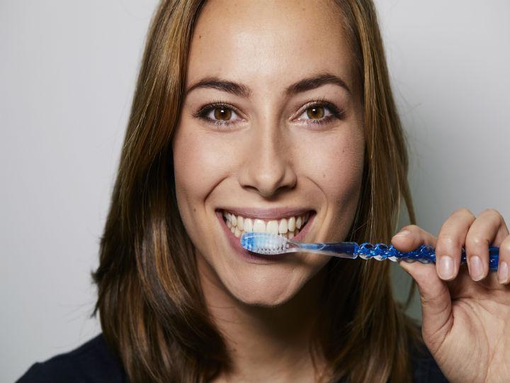 cepilla_correctamente_tus_dientes_evita_la_demencia_salud180.jpg