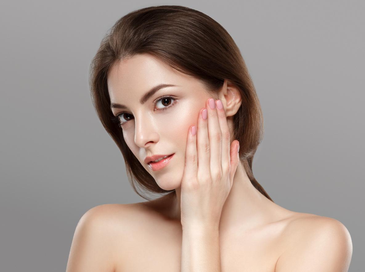 La piel se ve más radiante cuando dejas de usar maquillaje
