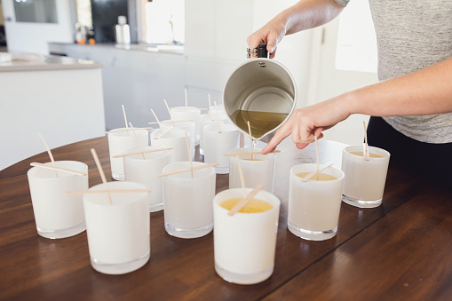 Aprende a hacer velas con aceite reciclado de cocina en 4 sencillos pasos