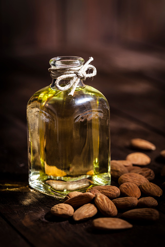 cómo usar el aceite de almendras en el pelo y la cara
