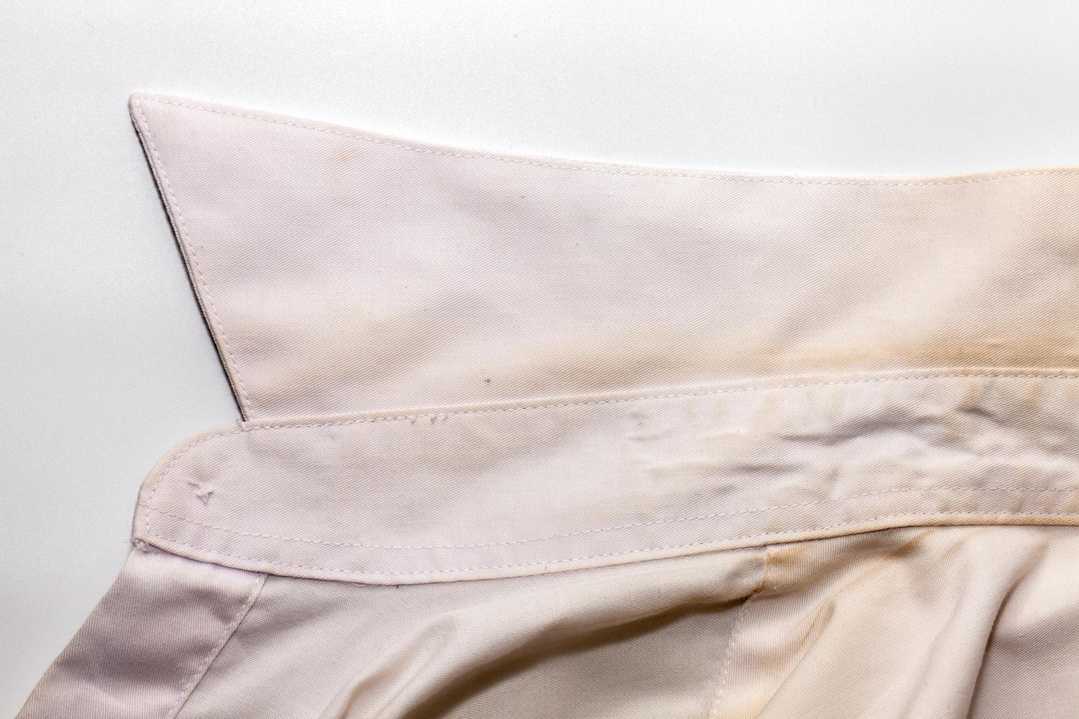 Cómo quitar lo amarillo de la ropa blanca
