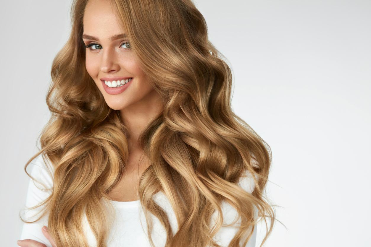 cómo quitar lo verde del pelo rubio