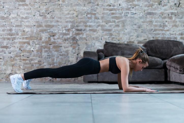 Diferencias entre el ejercicio de plancha y abdominales tradicionales