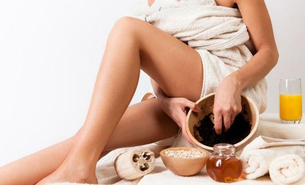 La cafeína, que es un excelente diurético, acelera la circulación sanguínea, lo cual nos ayuda a reducir la piel de naranja.