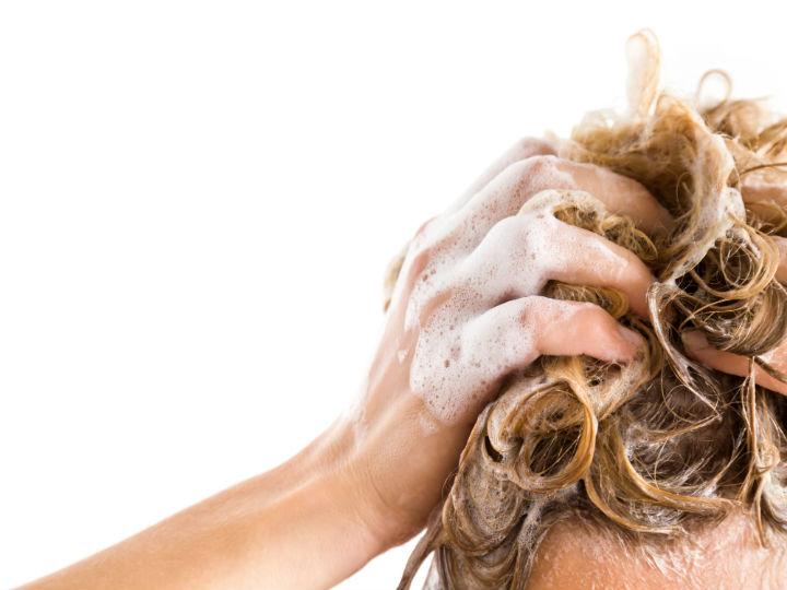 errores_que_cometes_cuando_lavas_tu_cabello_salud180_1.jpg