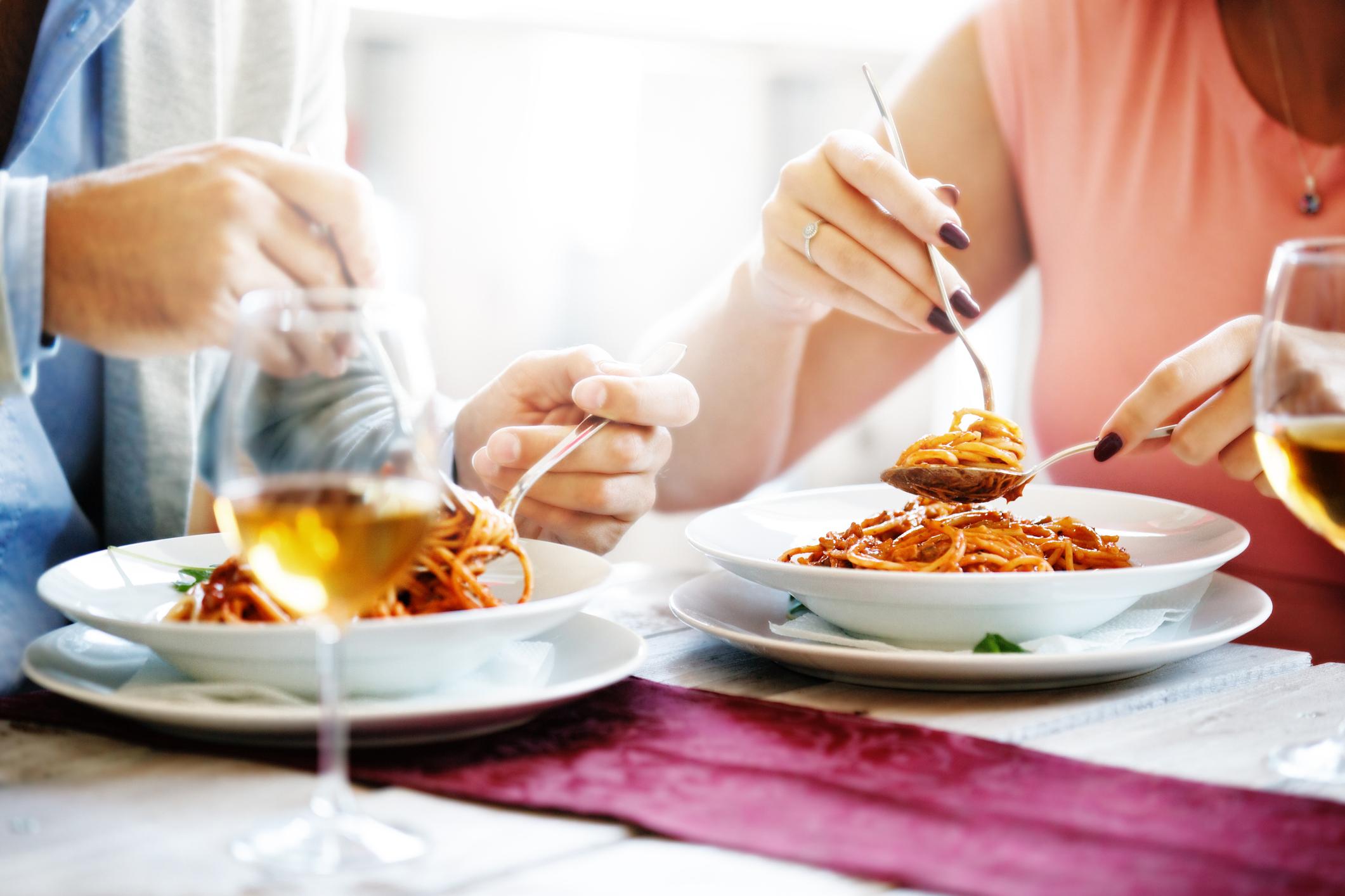 Además, se dice que sólo el 7 % de los italianos hace ejercicio, pero mantienen su figura porque comen alrededor de las 12:30 del medio día