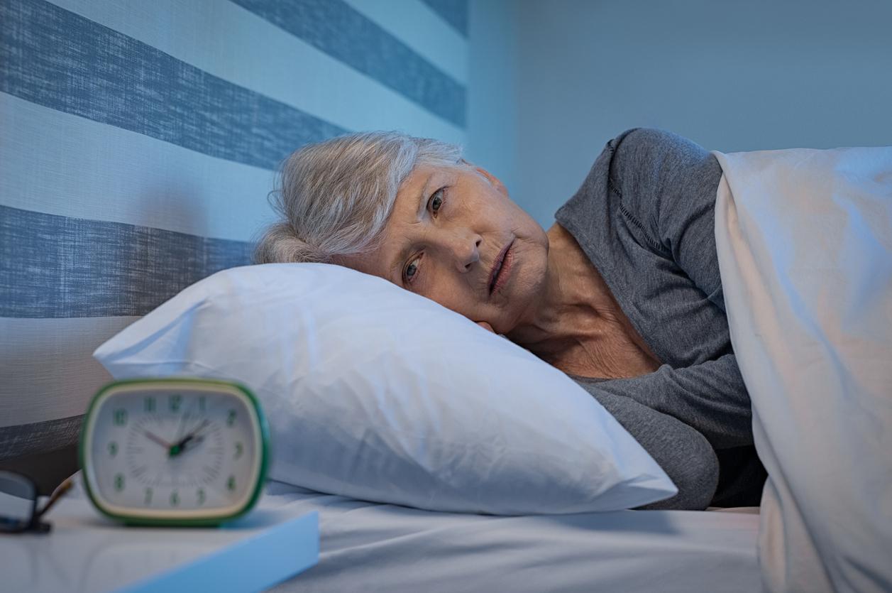 Esta se relaciona con la sofocación que puedes sentir al dormir. Sim embargo, este síntoma puede presentarse hasta 7 años antes de tener la menopausia