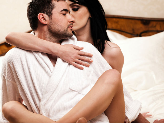 4 tips para susurrarle al o do salud180 - Foto di innamorati a letto ...