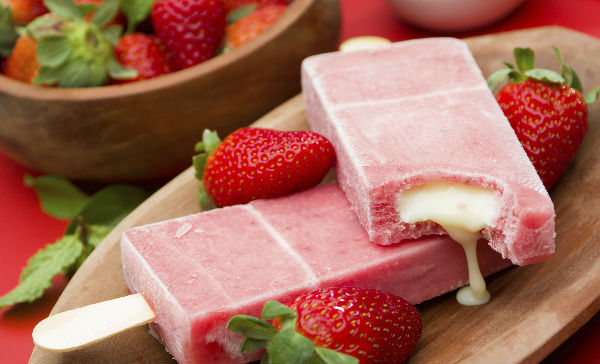 Paletas De Yogurt Con Fruta Para El Calor
