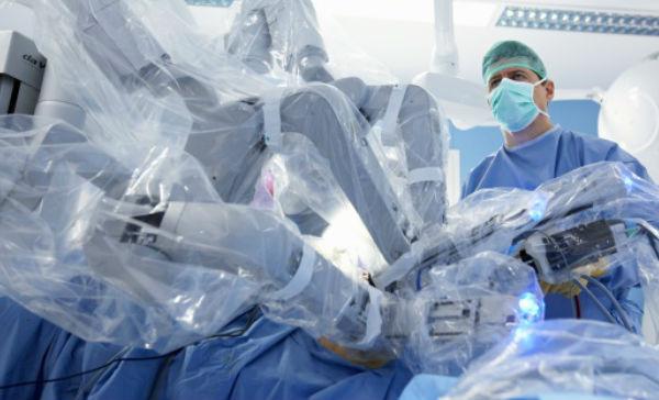 como la cirugía robótica de próstata